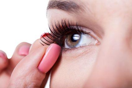 strip eyelashes