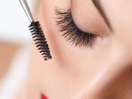 brush eyelashes