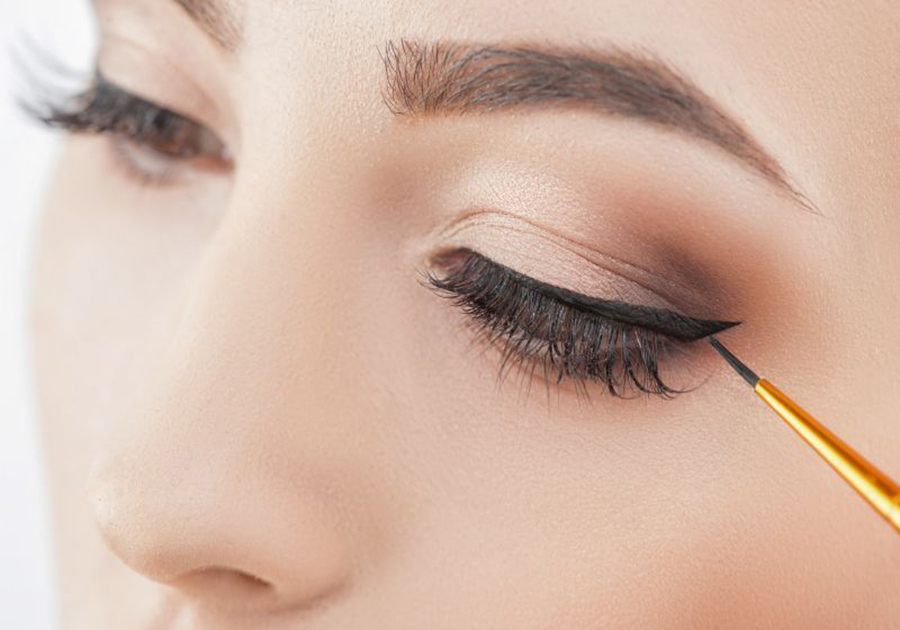 makeup with set eyes