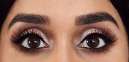 protruding eyes